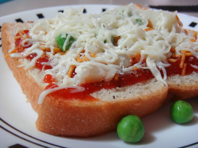 Instant Bread Pizza