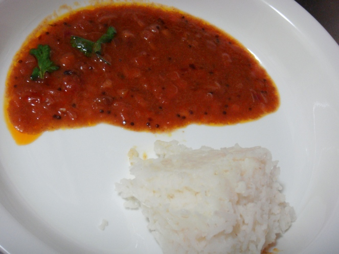 Vengaya Vethalkuzhambu served with rice.