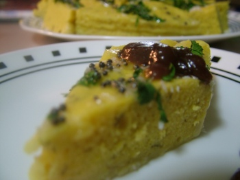 ....Served with Tamarind Chutney.