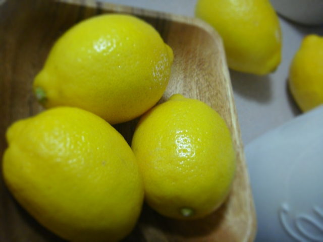Fresh juicy lemons - Always a favourite!!!