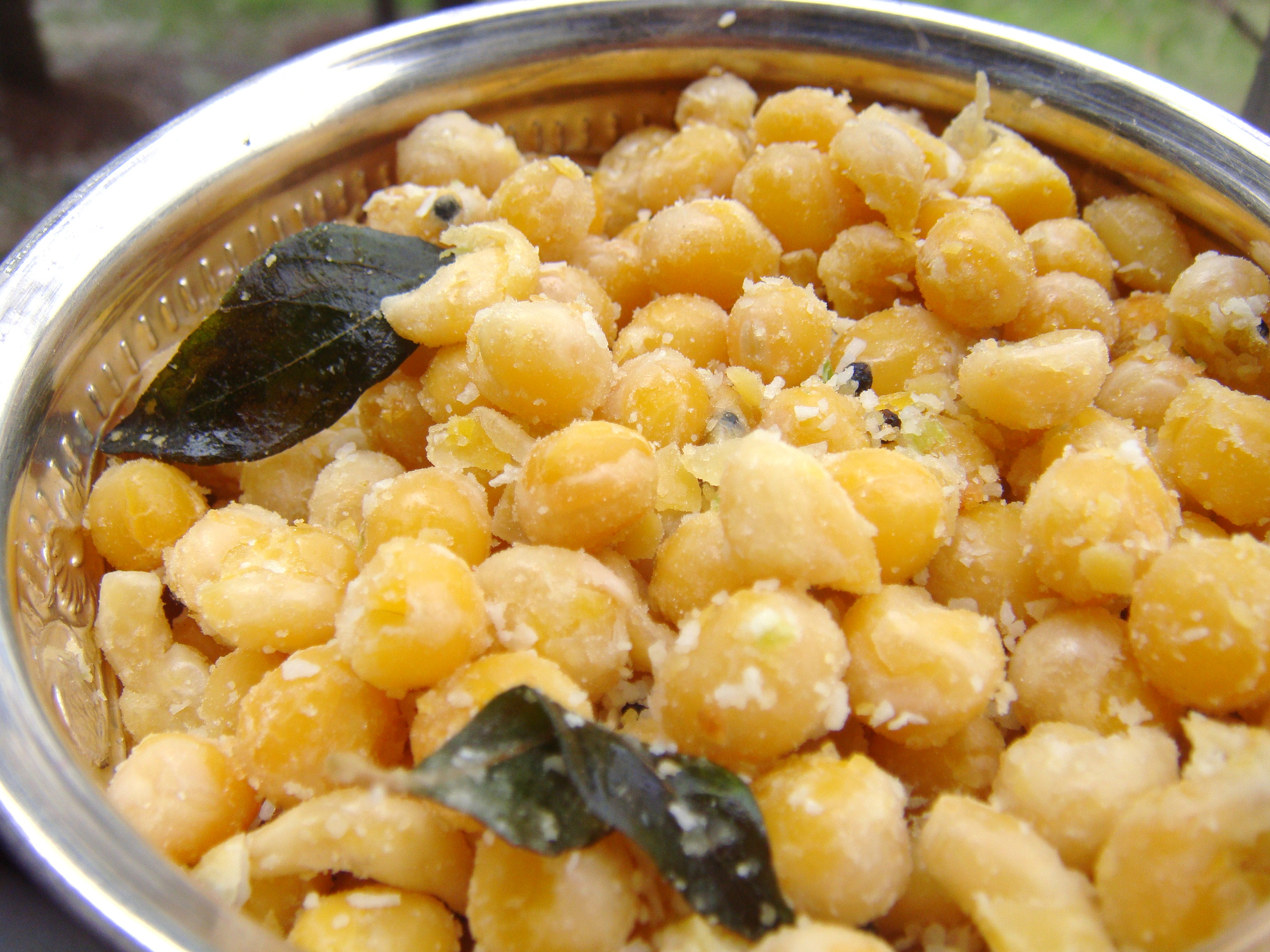 Yellow Peas Sundal. (Yellow vatana cooked and spiced with coconut and ...