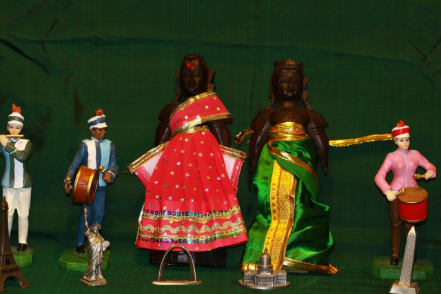 Marapachi Dolls - Traditionally attired in wedding finery!